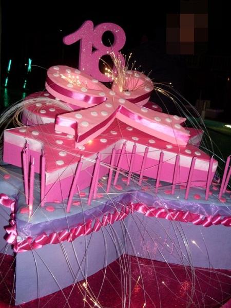 Alba Catering Luxury Banqueting Torta Particolare Per 18 Anni