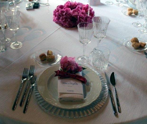 Alba catering luxury banqueting la mise en place sistemazione dei bicchieri a tavola alba - Disposizione bicchieri a tavola ...
