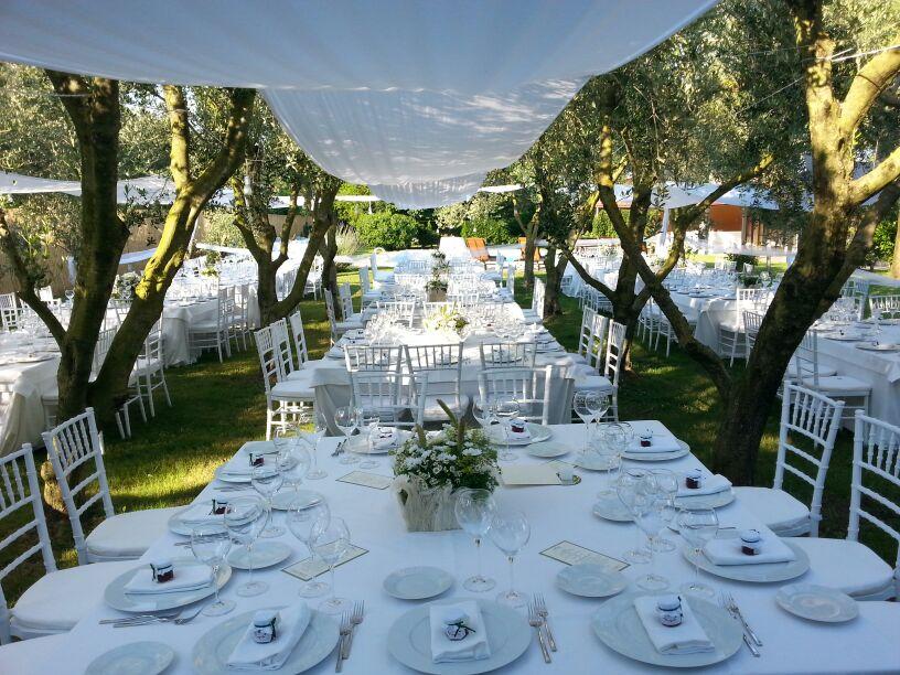 Mise en place e allestimento tavoli per matrimonio a for Allestimento giardino matrimonio