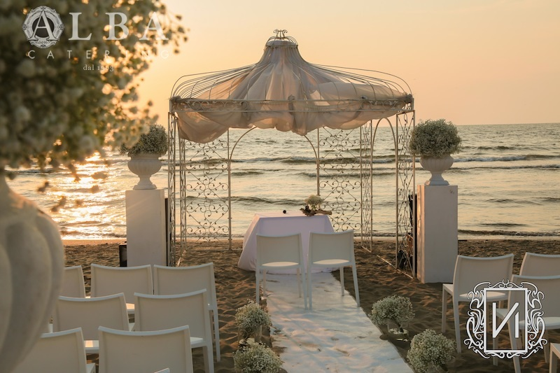 Matrimonio Sulla Spiaggia Bacoli : Matrimonio in spiaggia al nabilah emozione del rito